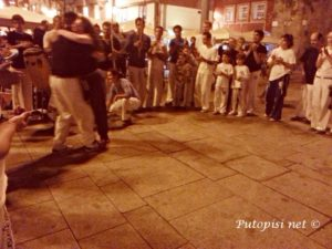 CAPOEIRA COONECTING PEOPLE