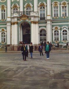 sahovske-figure-ispred-zimskog-dvorca