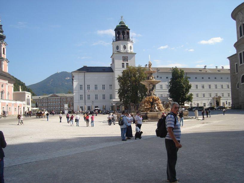 glavni trg sa baroknom fontanom