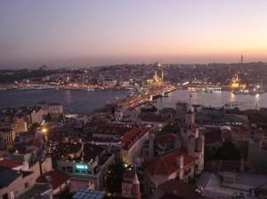 pogled na uvalu Zlatni rog i Galata most