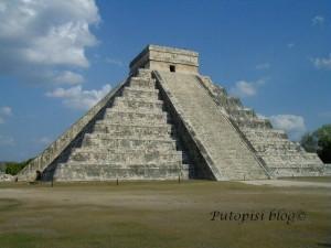 7-Piramida-sa-zapada-u-travnju-nigdje-Kukulcana