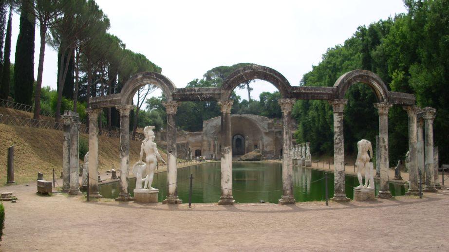 Hadrijanova vila - bazen, s druge strane