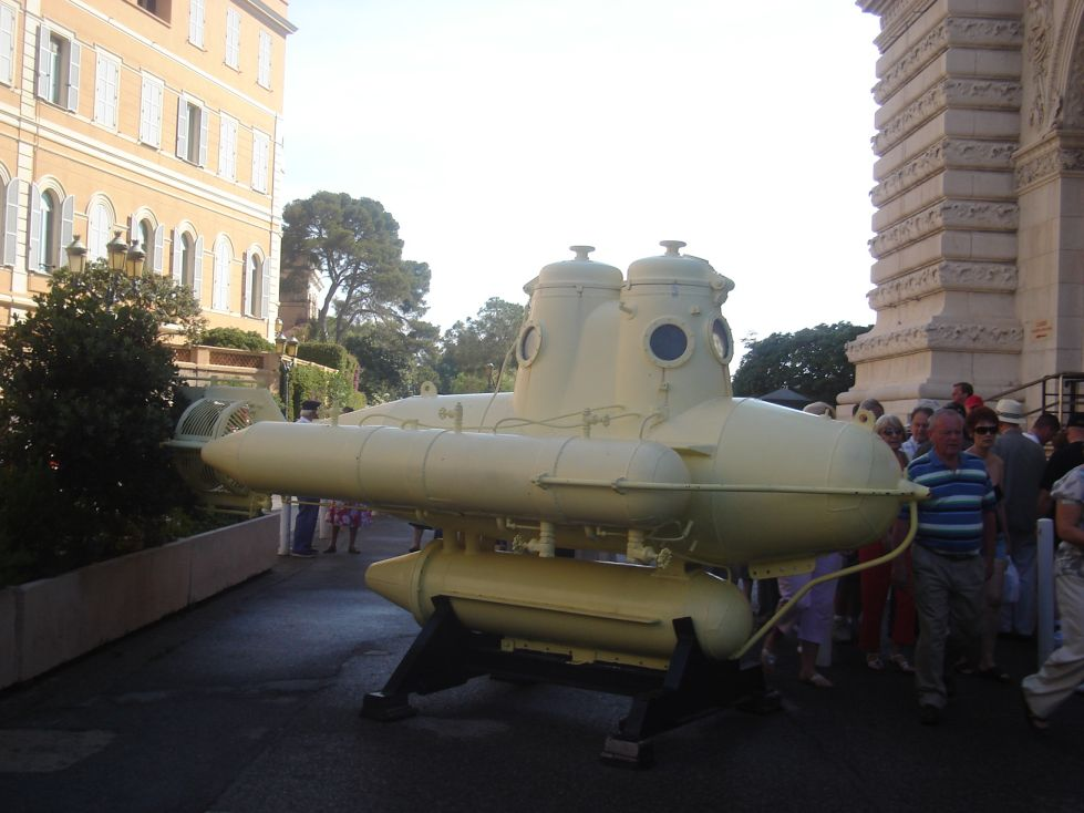 podmornica pred Institutom