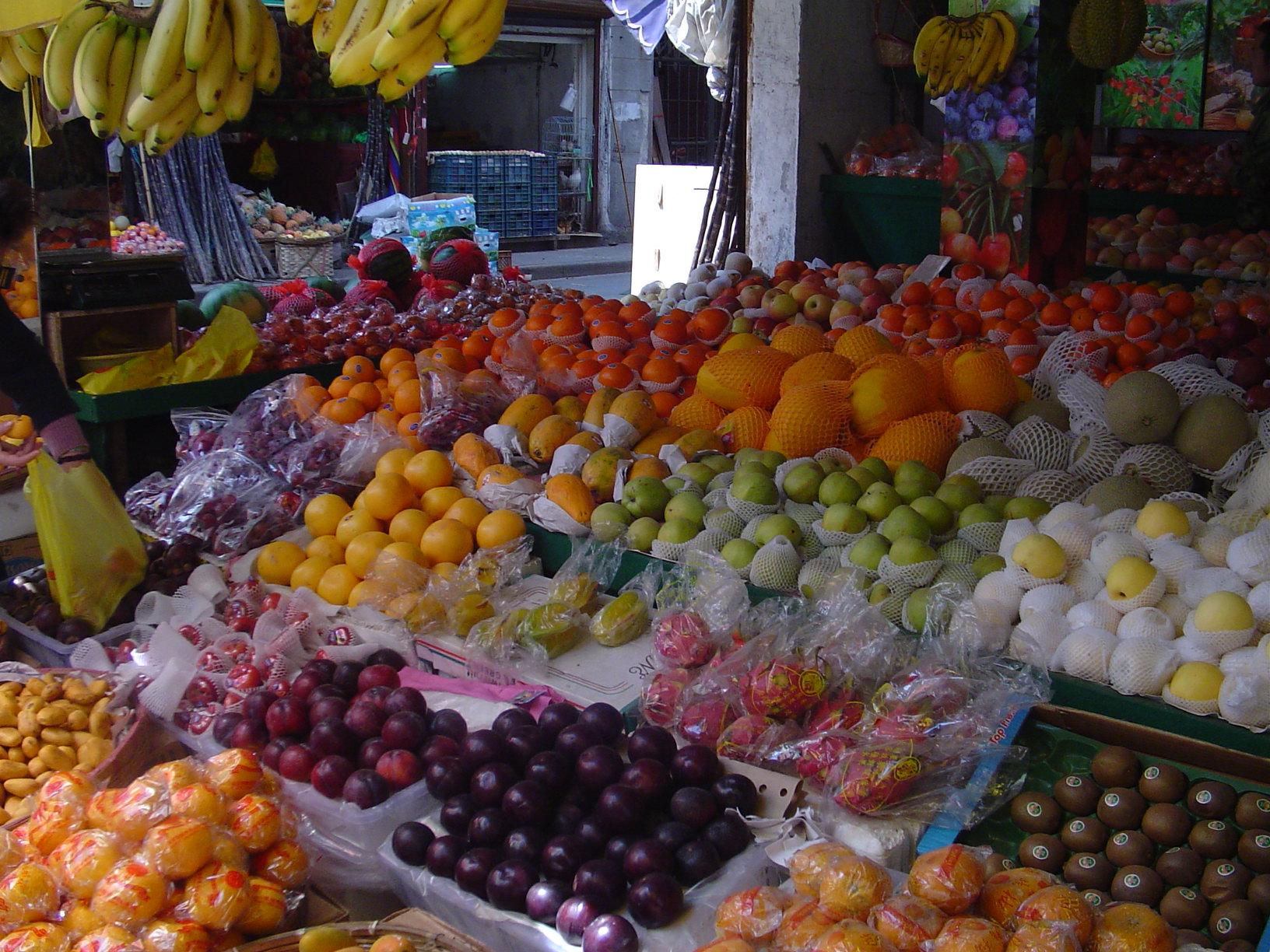 Tržnica je prepuna poznatih i nepoznatih vrsta voća