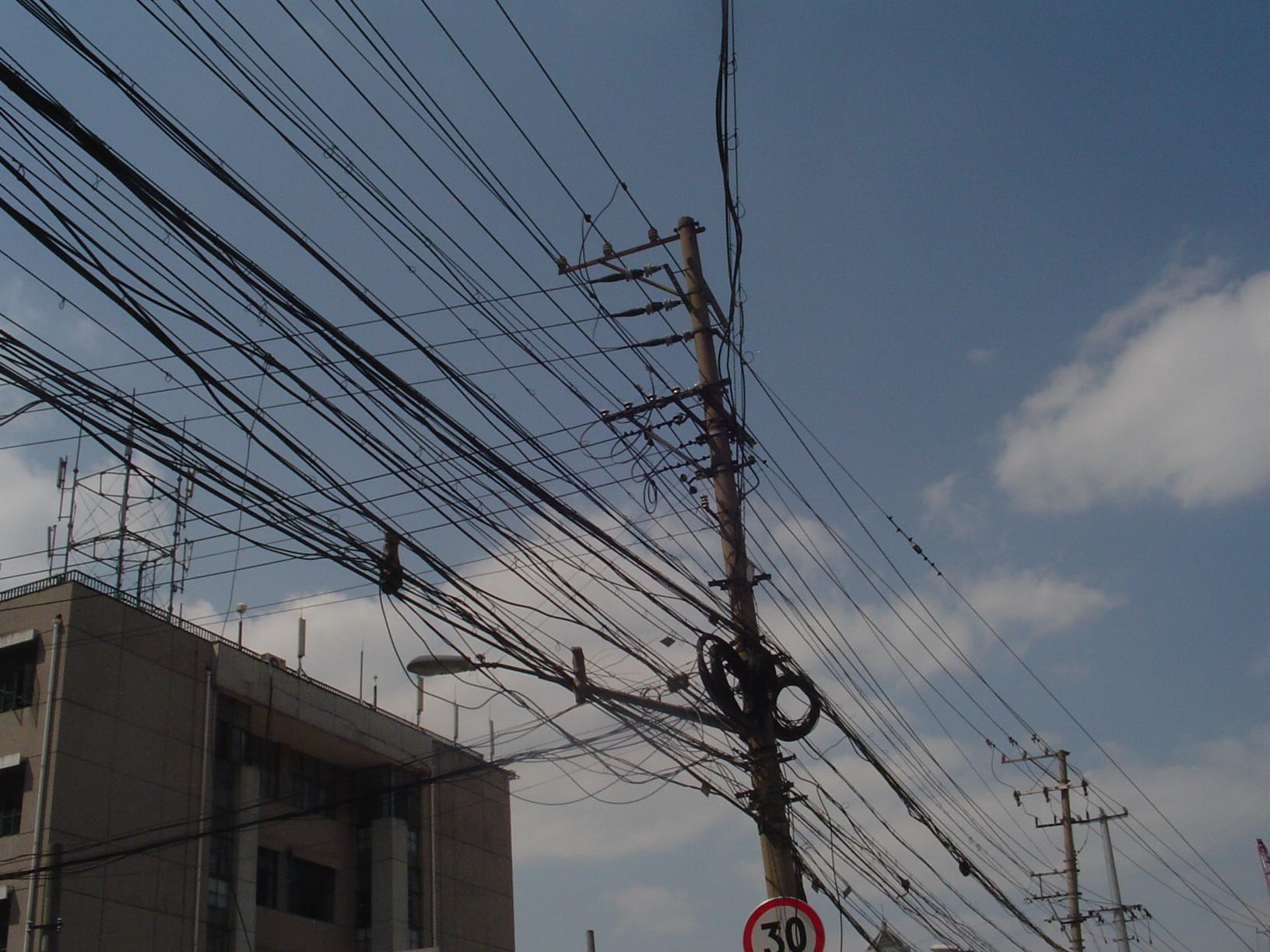 U ovom spletu kablova teško bi se i naši HEP-ovci snašli