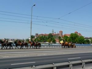 1.maj parada konjanika, u pozdaini Wawel, kraljevska utvrda i dvorac