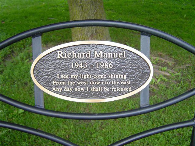 spomen ploca kanadskom glazbeniku Richardu Manuelu