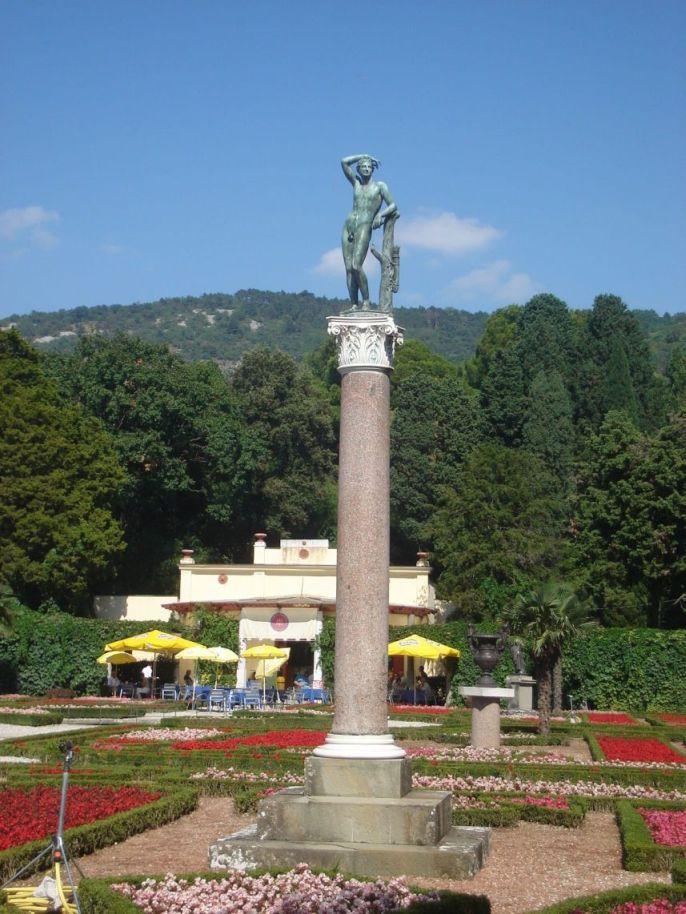 Statua u vrtovima