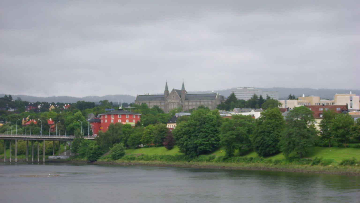 Grad pored rijeke