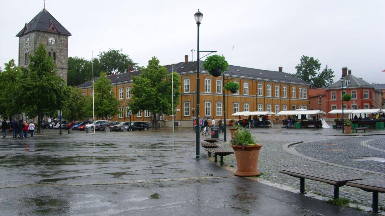 Gradski trg sa crkvom Our Lady