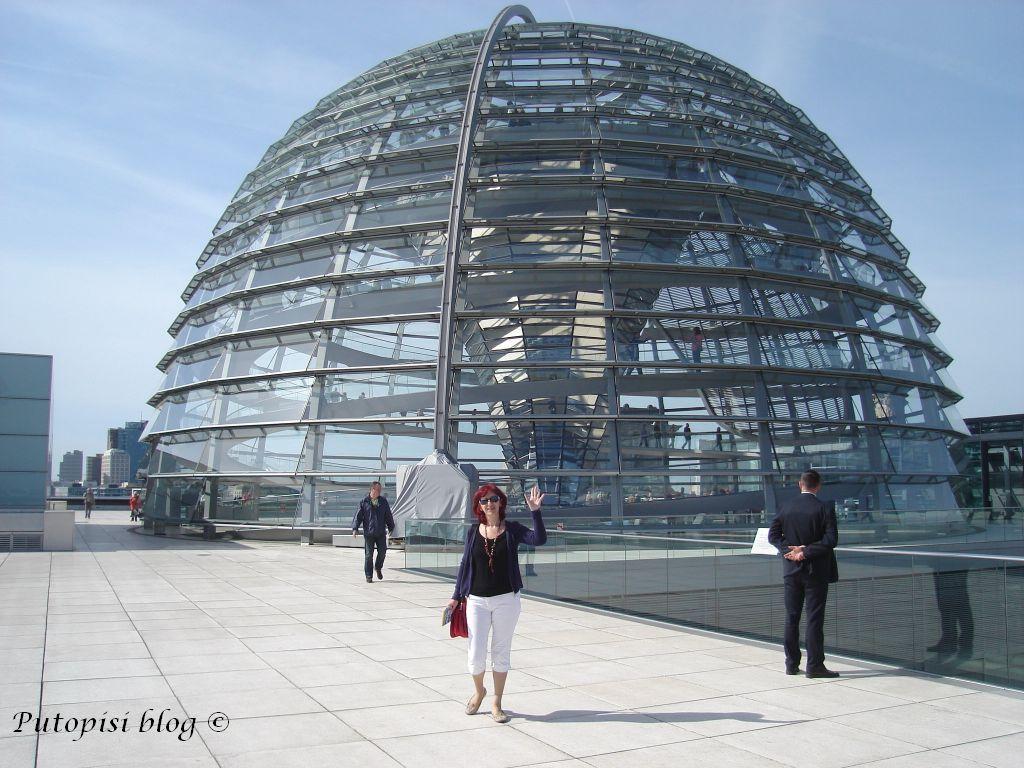 BERLIN - kupola na zgradi Reichstaga