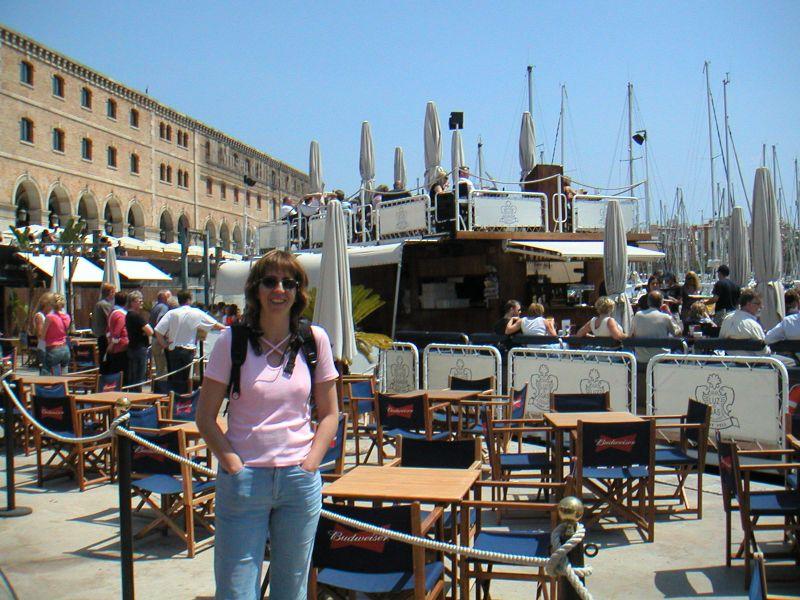 Brod restoran u marini