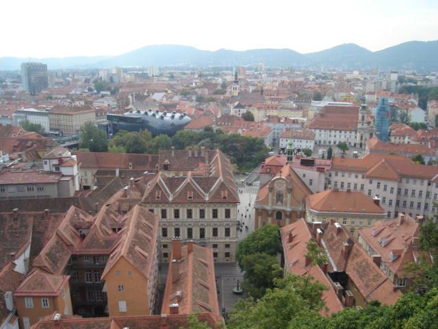 Crveni krovovi grada i Alien