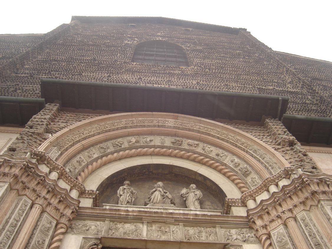 Iznad ulaza u Duomo