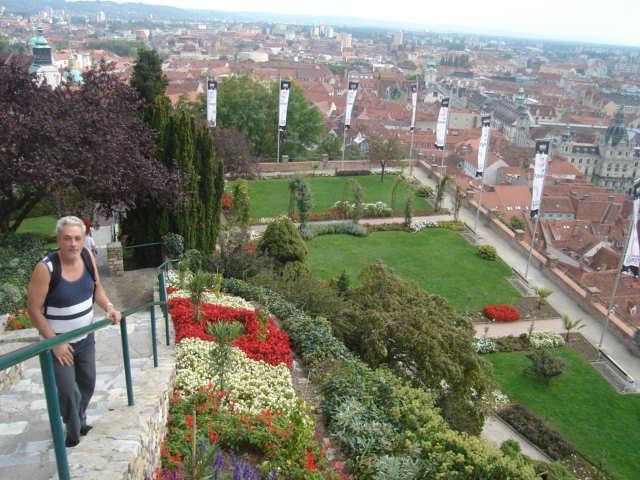 Pogled na grad i vrtove Schlossberga