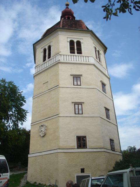 Zvonik na brdu