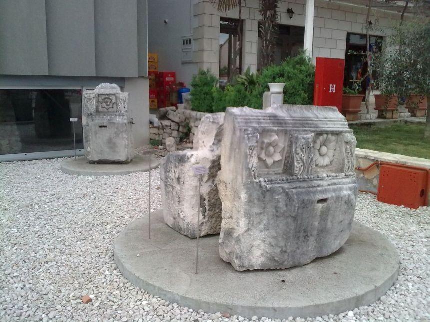 Dijelovi arheološke zbirke Narone