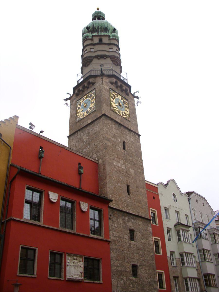 Kula sa satom iz 14.stoljeća i Vijećnica