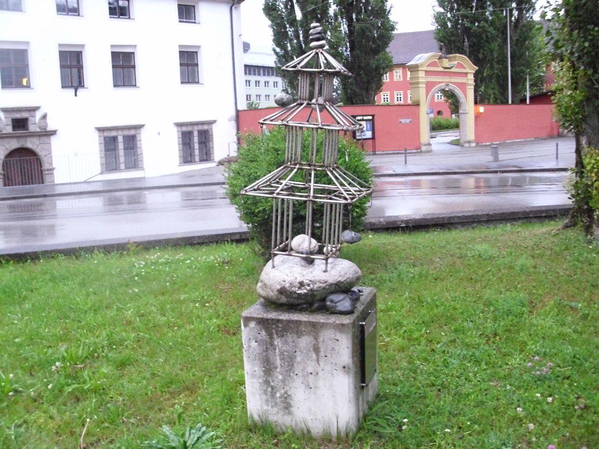 Skulptura pred samostanom