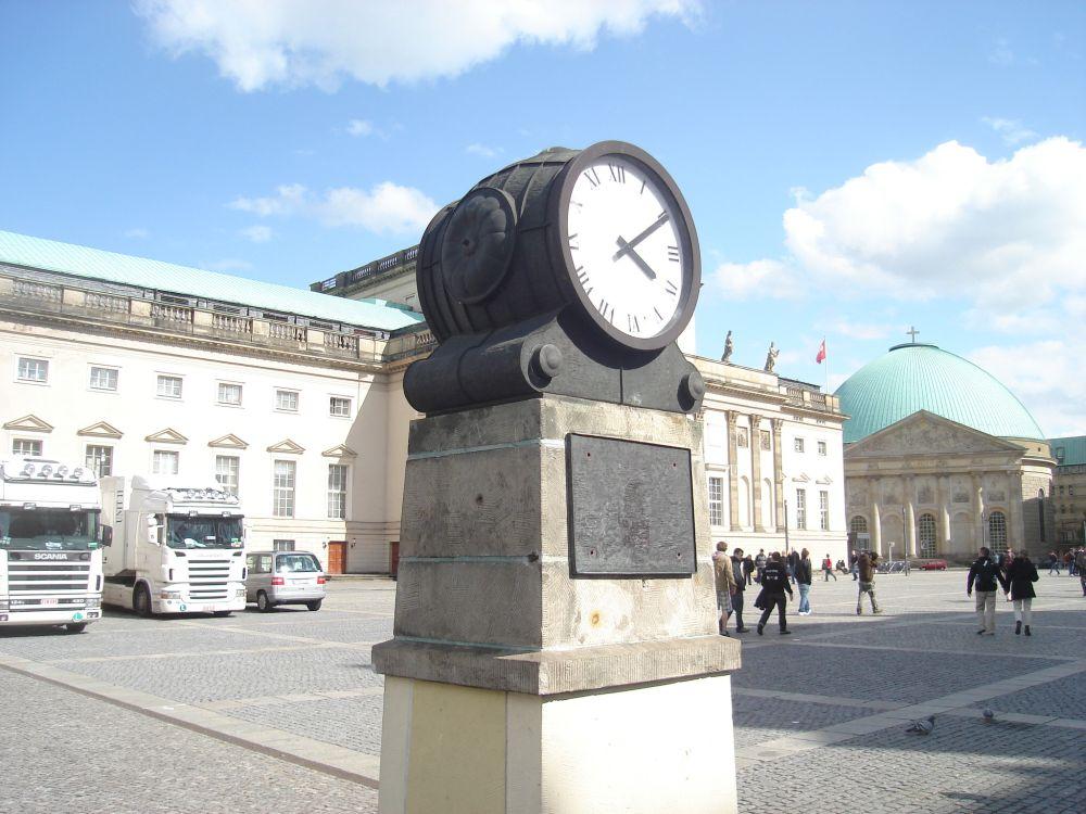 Bebelplatz sa katedralom sv. Hedwige