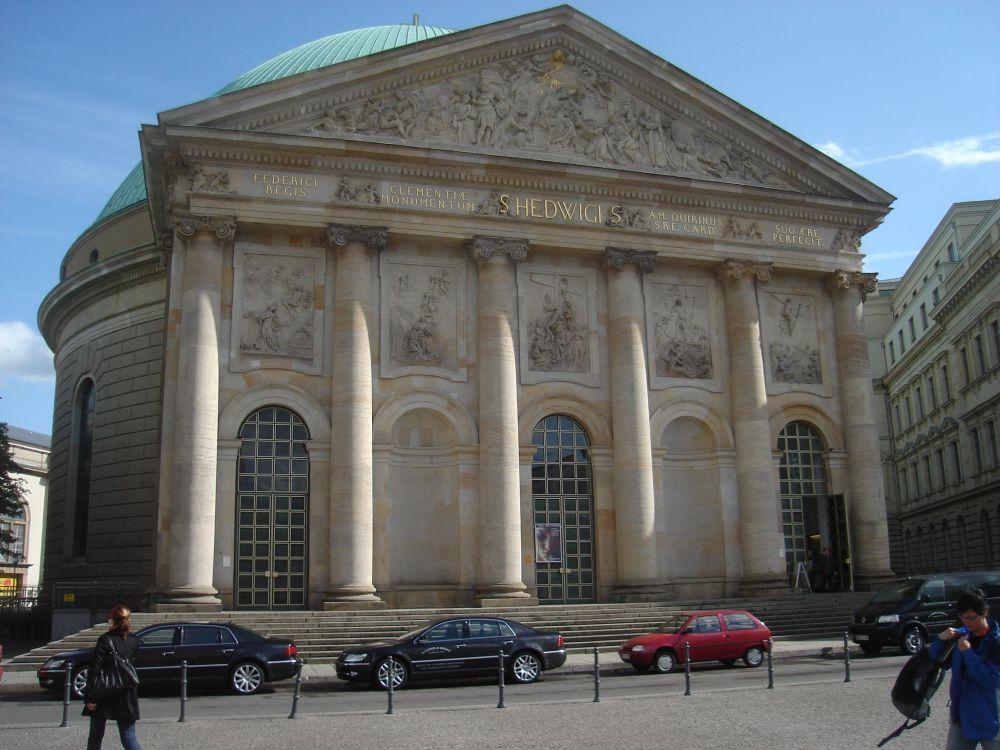 Crkva sv. Hedwige sa zelenom kupolom