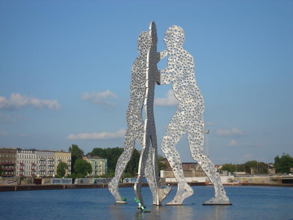 Molekule man na rijeci Spree-najveća(30m)skulptura na otvorenom u gradu