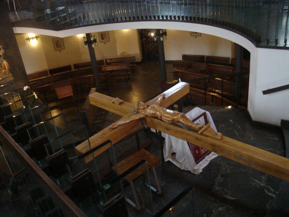 Položeni križ u crkvi sv. Helwige