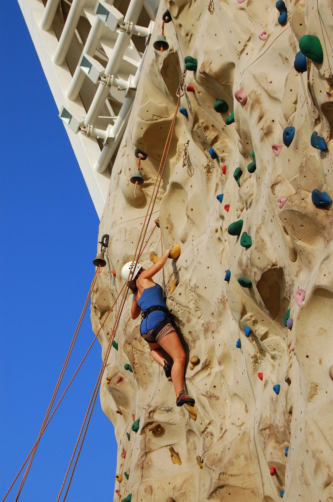 AOS-ClimbingWall