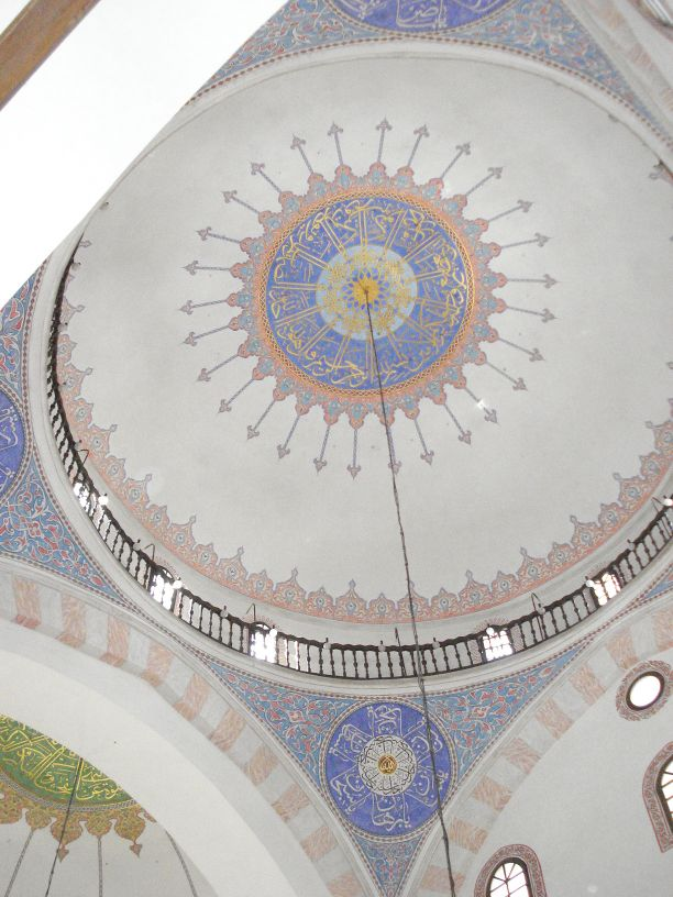 ornamenti na svodu ispod kupole