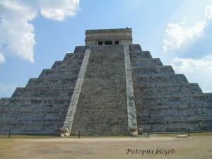8-Piramida-sjeverne-stepenice-sa-zmijskim-glavama