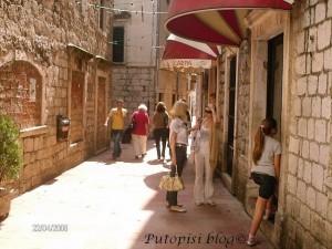 Kotorskim ulicama