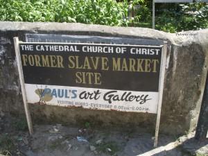 ulazak u ograđeno područje gdje je sagrađena katedrala