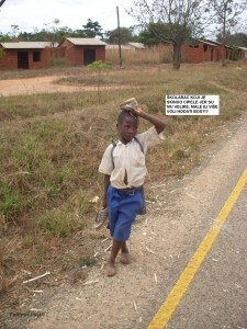 Školarac skinuo cipele