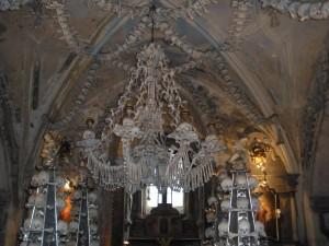Kandelaber od kostiju