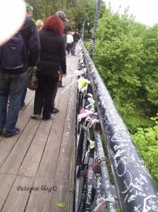 Most zaljubljenih u predivnom parku kraj centra grada