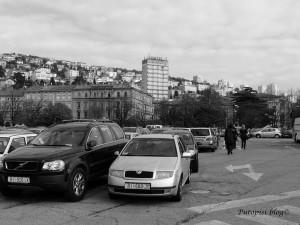 Parkiralište DELTA i Hotel Neboder u pozadini