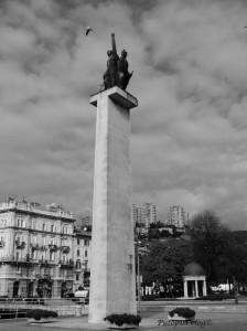 Spomenik Josipu Brozu Titu i partizanima osloboditeljima grada od talijansko-njemačke okupacije