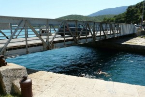 Most koji spaja Cres i Lošinj, a možda i razdvaja.