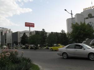 Yimpas...jedini supermarket u zemlji, i ograničeni internet