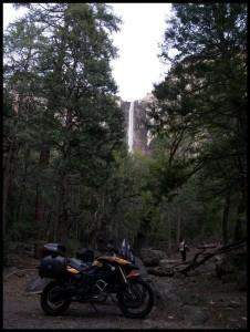 vodopad u daljini
