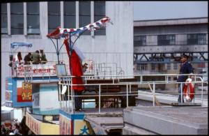 """Fotografiranje u luci ispred pravih brodova  u """"pravoj """" mornarskoj robi"""