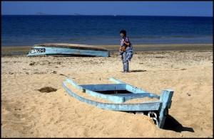 Mladenka i barka u pijesku (da se ne rasuši)