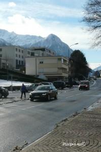 vrhunac dana je bio kada su cestom prošla dva automobila