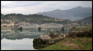 Preko mosta ili uz obalu