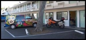 Parking pred motelom