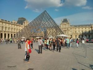Piramida u Louvreu