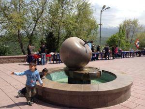 Jabuka  - simbol Almate