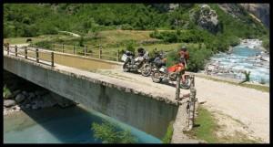 Voda na mostu i ispod