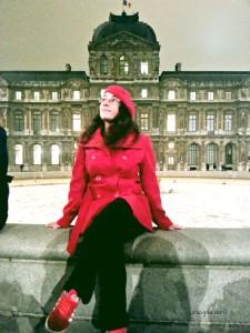 Lagano poziranje ispred Louvrea