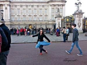 Poklon lijepoj kraljici ispred Palace Buckhingam Kutije sibica